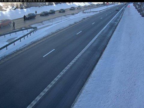 ULYKKE: Trafikken står stille ved Hemtunnelen nord for Tønsberg søndag morgen etter en trafikkulykke.