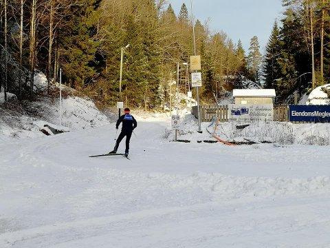 VIS FORNUFT: En skiløper som forsøkte å ta en tur på det siste lille av snø fra Bjørndalen i Vestmarka torsdag, møtte Seniorgruppa i turistforeningen, som trampet i stykker det som var av spor. Bilde er tatt i januar, da det var betydelig mer snø. (Arkivfoto: Nanset Ski)
