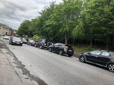 KØ HJEM FRA JOBB: Det var kaotisk da ettermiddagsrushet satte inn i ettermiddag. Det ble rapportert om kø fra E 18, forbi Nordbyen, Lovisenlund,  Øvre Bøkeligate og ned Kongegata. I tillegg sto trafikken stille fra E 18 over Farriseidet.