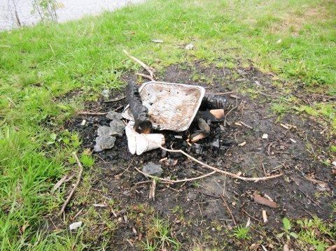 HELST IKKE: Brannsjef Arve Stokkan ber folk helst ikke om å bruke engangsgriller utendørs i sommer.