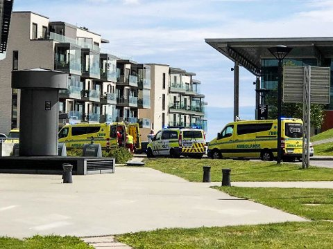 ULYKKE: En mann ble fraktet med ambulanse til sykehus etter en arbeidsulykke.