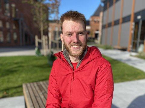MOTIVERT: Martin synes det er givende å jobbe i Larvik Røde Kors.