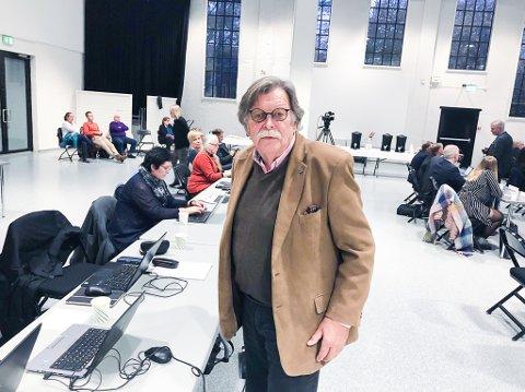 INHABIL? Arne Nicander har i et brev til kommunen indikert at kontrollutvalgets leder Stig Hatlo er inhabil i Lamøya-saken. Det skjønner Hatlo ingenting av.