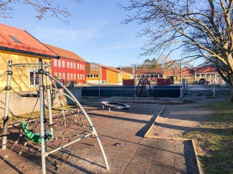 RAMMET IGJEN: Østre Halsen skole er rammet av koronasmmitte for andre gang på kort tid.