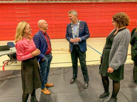 VEL I HAVN: Birgitte Gulla Løken (H), Olav Nordheim (Sp), ordfører Erik Bringedal (H) og Elin Nyland (Ap) kunne konstatere at budsjettet ble loset vel i havn i kommunestyremøtet onsdag.