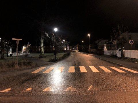 VÅTE VEIER: Det er svært våte veier nå, og det kan være glatt enkelte steder. Her et bilde fra Stavern onsdag morgen.