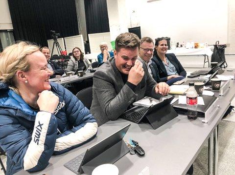 BLE SATT UT: Thomas Løvald klarte ikke å holde tilbake verken tårer eller latter da Per Manvik gikk på talerstolen i kommunestyret onsdag kveld.