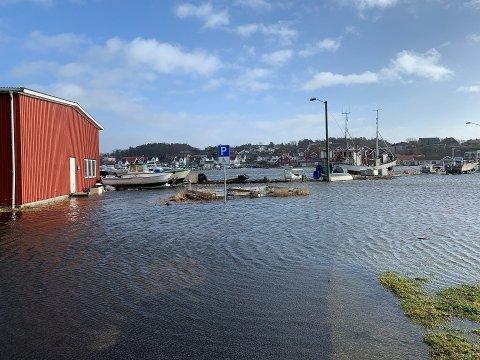 MYE VANN: Slik så det ut i Hølen på Østre Halsen sist mandag. Nå varsles det om nye runder med oversvømmelser.