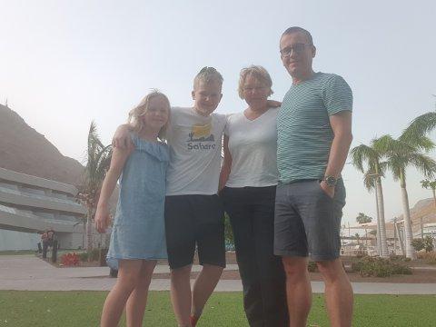 «SANDFASTE»: Familien fra Larvik skulle egentlig ha reist med et SAS-fly fra ferieøya søndag ettermiddag. F.v.: Ella, Emrik, Tonje og Kjetil Lønnebakke Tennebø.