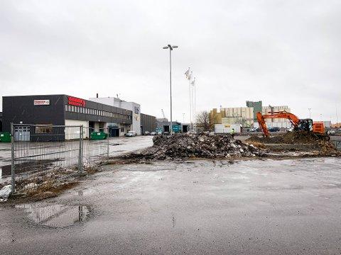 NYBYGG: Larvik Havnesenter bygger et nytt næringsbygg på 4000 kvadratmeter. Leietaker blir Thoresen Transport, som dermed dobler lagerkapasiteten sin.