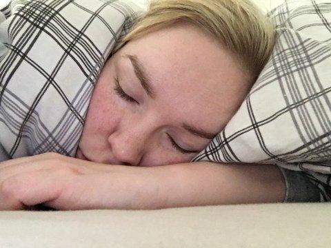 KOMME SEG GJENNOM DAGENE: Sånn her ser de fleste hverdagene til Siri ut. Til årets kvinnedag ønsker hun seg bedre tilbud om hjelp til å leve med endometriose. Foto: Privat