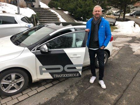 MANGE VIL HA HJELP: Daglig leder Per Ramberg Christiansen på PC trafikkskole har fått flere nye kunder de siste dagene.