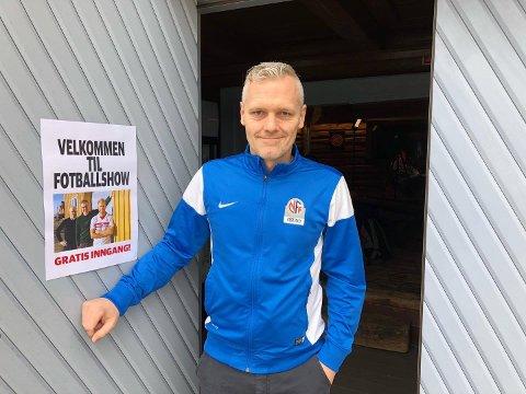 LEGGER NY KABAL: Seriekonsulent Anders Ravndal i NFF Vestfold har litt av et puslespill å legge nå som seriestarten ikke kan gå som planlagt for fylkets 1.100 fotballag. Her fotografert under TB-sportens 24-timers fotballshow før seriestart i fjor.