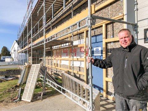 SKAL INN HER: Geir Eriksen gleder seg til å ta plass i de nye lokalene på Nanset. Trolig blir det innen utgangen av året.