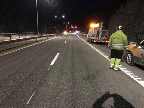 ÅPEN FOR TRAFIKK: Alle fire kjørefelt på E18 sør for Bommestad skal fra midnatt være åpnet for trafikk. Bildet er tatt sent torsdag kveld i forrige uke