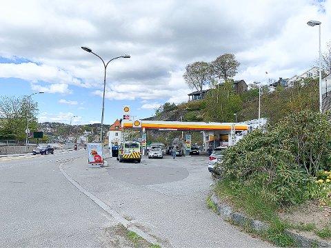 PÅGREPET: En person ble pågrepet ved Shell søndag, mistenkt for skadeverk og forsøk på mopedtyveri.