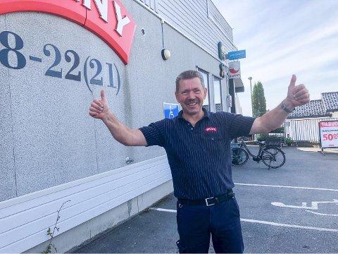 I BOKS: Dette er Larviks nyeste skudd på søndagsbutikk-stammen. – Yes, endelig! sier kjøpmann Rune Sleveland om den ferske avgjørelsen fra Fylkesmannen.
