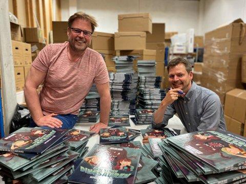 SIGNERER 500 BØKER: Jørn Lier Horst og Hans Jørgen Sandnes er klare med ny bok.
