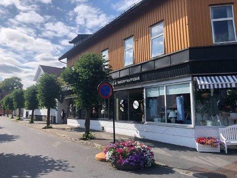 STENGt: Majas i Stavern har nå stengt dørene inntil videre på grunn av koronasmitte. Nå er det også klart at kunder kan ha vært i kontakt med smittet ansatt.