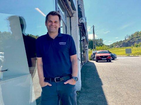 LIDENSKAP: – Bil har blitt en lidenskap for meg. Personlig har jeg en forkjærlighet for Hyundai som jeg har jobbet med i mange år, sier Ketil Eliassen.