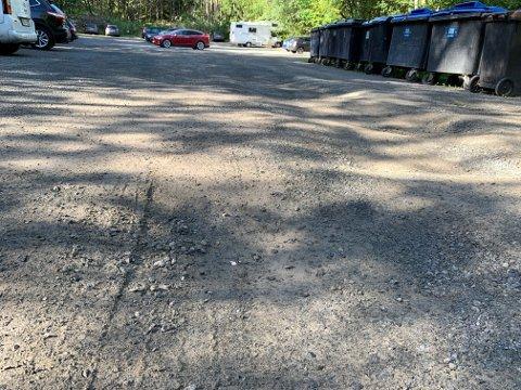 DUMPER: Det er fremdeles godt med humper og dumper på parkeringsplassen i Ula.