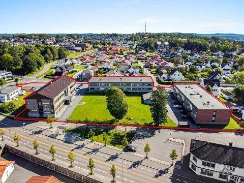 SOLGT: Denne eiendommen, med adresse Sophus Bugges vei 11, 13 og 15, lå ut for salg med en prisantydning på 45 millioner kroner. Nå er den solgt.