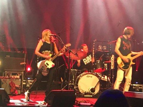 FORNØYD: Videre fikk vi elektroprogressiv galskap fra en Tønsberg-duo (Next life – forrykende elgitar og trommer), og min favoritt denne kvelden: Deathcrush (bildet), skriver Kjeld-Willy Hansen.