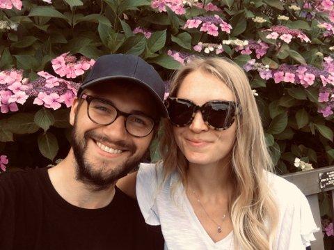 BOLIGKJØPERE: For første gang har Daniel og Christina kjøpt seg bolig. De er strålende fornøyd med blokkleiligheten på Rekkevik.