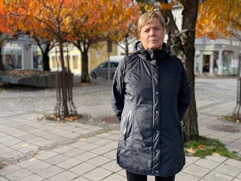 BEKYMRET: Koronapilene peker for øyeblikket i feil retning i Larvik, konstaterer kommunalsjef Guro Winsvold.