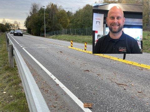 KJØRTE SAKTE: Espen Seierstad kjørte sakte over dumpene i veien. Likevel var det for fort. Han forteller at det lå en masse deler igjen etter at andre bilister hadde kommet for fort over her.