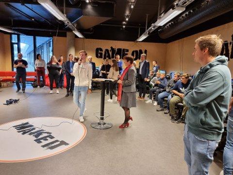 Jørgen Nygaard på elektro og datateknologi åpnet HeyTek sammen med rektor Lin Marie Holvik.