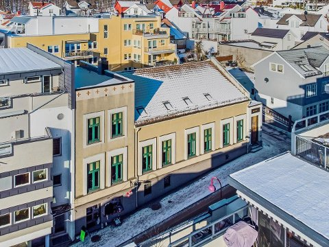 SENTRUM: Bygget har sentrumsnær beliggenhet og rommer mye historie.