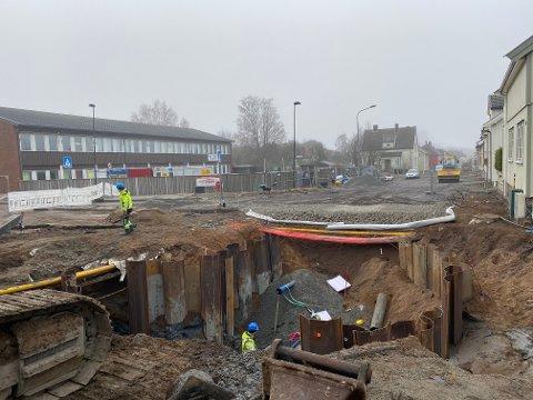 MYE ARBEID: Det graves mye i Reipbanegata, og det vil vedvare en god stund til.