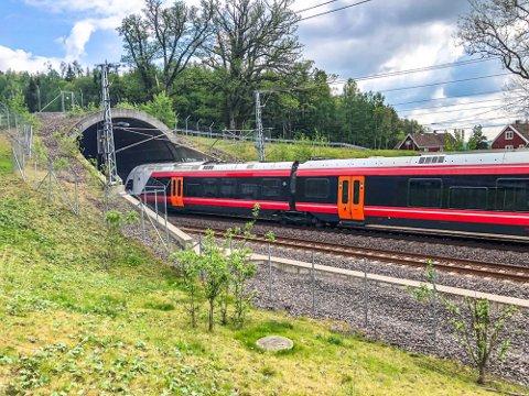 FRYKTER KONSEKVENSENE: Dersom det ikke blir dobbeltspor på hele Østfoldbanen frykter flere langs strekningen at det vil hemme byutviklingen, og det er ikke bare i Larvik at lokalpolitikerne reagerer.