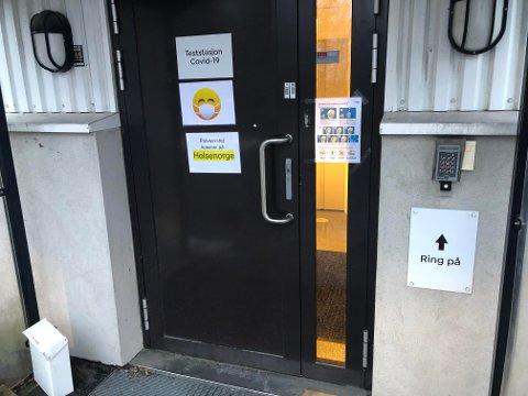 Det testes fortsatt mange ved teststasjon på Gjærdal, selv om antallet som tar kontakt har gått betydelig ned etter påske.