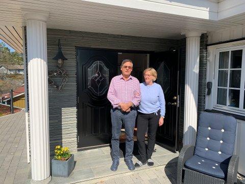 SELGER HUSET: Werner og Kirsten Jaerson har et stort flott hus i Byskogen som kommer for salg snart. Selv skal de flytte inn i Grandkvartalet til jul.