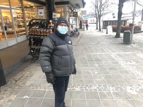 PÅBUD: Selv om koronatiltakene i Larvik nå er lettet på, gjelder fortsatt påbud om bruk av munnbind.