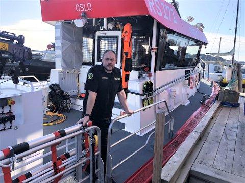 BER FOLK VÆRE FORSIKTIGE: Skipper på redningsskøyta R/S TBN, Ruben Langseth, ber alle som skal legge ut på sjøen de neste par dagene og å være svært forsiktig. - Det skal nå blåse opp, advarer han.
