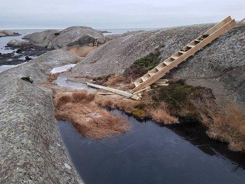 ULOVLIG: Larvik kommune skulle ha søkt og fått dispensasjon før denne trappen, og en til, ble satt opp i skjærgården vest for Røviksfjorden i Brunlanes.