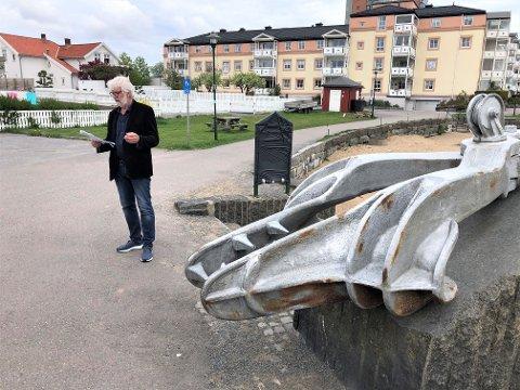 HVALFANGSTEN VIKTIG: Larvik har få minnesmerker fra hvalfangsttiden. - Den var viktig også for Larvik, og vi synes det er fint å kunne markere dette her ved hvalkloa, sier leder for Poesiparken, Louis Jacoby.