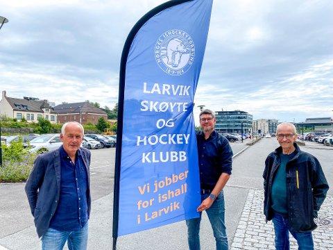 ET STORT STEG VIDERE: Knut Vedeld Hovde (f.v.), Jon Erik Waale Brendsrud og Per Bjønnes Kristiansen i Larvik skøyte- og hockeyklubb er med den ferdigprosjekterte hallen mye nærmere målet om å få på plass en ishall i Larvik.