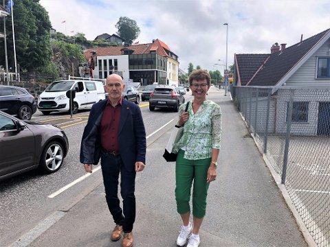 MÅ HA BEGGE DELER: Kathrine Kleveland og Olav Nordheim sier det er viktig med satsing på jernbane, men at man oppe i det hele ikke må glemme fylkesveiene.