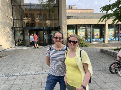 TO UTE: Marina Jensen og Gabrielle Skaare har sterke meninger om hva de selv og andre bør gjøre nå.