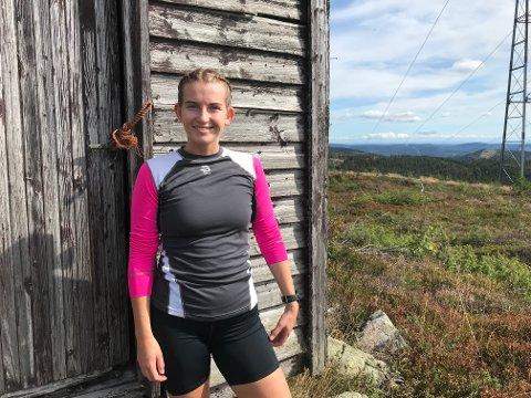 STRAVA-BRUKER: Johanne Kragemo Hustuft (21) er glad i å trene, og bruker appen for å kartlegge egen progresjon, samt konkurrere med venner og bekjente.