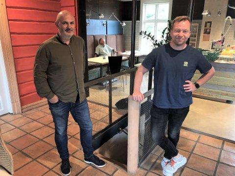 SATSER: Daglig leder Roar Gudbrandsen, til venstre, og Jøran Kristensen, kan nå endelig begynne å planlegge 2022 for alvor.