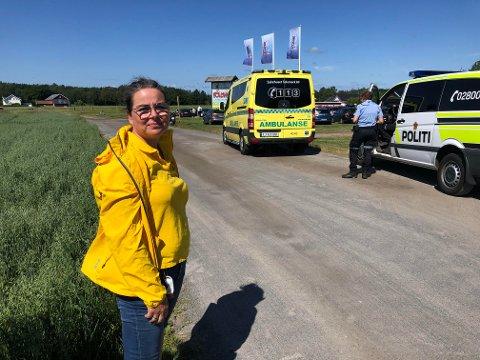 HYLLER RASK HJELP: Helene Foldvik ved Foldvik familiepark sier hun er imponert over hvor raskt jenta som veltet på veien inn til parken fikk hjelp.