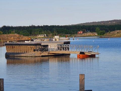 MULIGHETENE: Snart blir det mulig for alle å komme seg ut i vannet. Denne spesielle badeplattformen i Viksfjord skal snart være på plass.