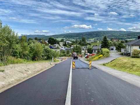 ARBEIDER: Langs Rambergveien i Svarstad er man i gang med å gjøre ferdselen tryggere for gående og syklende.