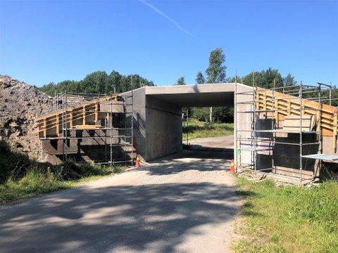 HØYERE UNDER TAKET: Undergangen under gamle E18 ved Gopledal har nå blitt forhøyet for å gi plass til større kjøretøyer ned mot Gopledal.