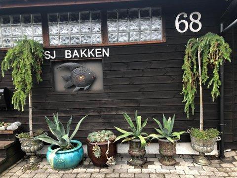 PØBLER: For tredje gang har Ø-en i Sjøbakken blitt stjålet fra husveggen til Cecilie.
